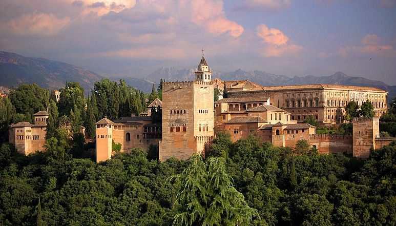 Альгамбра, дворец в Гранаде