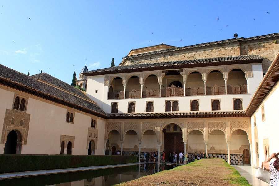 Альгамбра - дворец-крепость в Испании