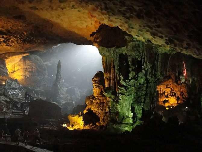 b Пещера Деревянных Столобов