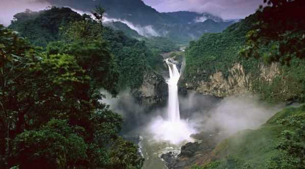 Водопад на реке Амазонка
