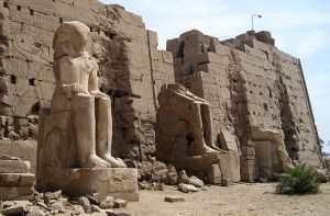Египетская деревня Карнак