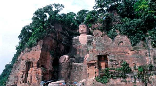 Статуя Будды Майтрейи